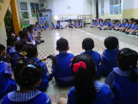 Anak TK St Yoseph doa Rosario
