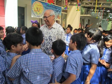 Romo Benyamin Sudarto Pr, kunjungi Sekolah Santo Yoseph Harvest City, Bogor